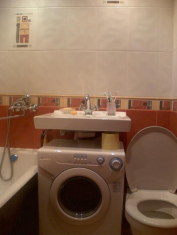 Установить раковину над стиральной машиной в ванной